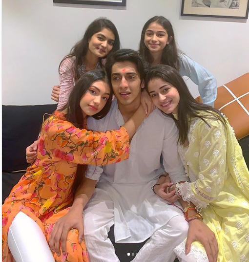Ananya Panday with siblings