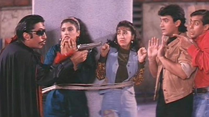 Shakti Kapoor, Raveena Tondon, Karisma Kapoor, Aamir Khan & Salman Khan in the movie Andaz Apna Apna