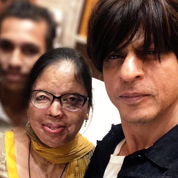 Shah Rukh Khan with an acid attack survivor
