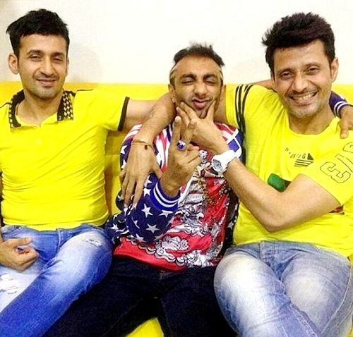 Akash with Meet Brothers