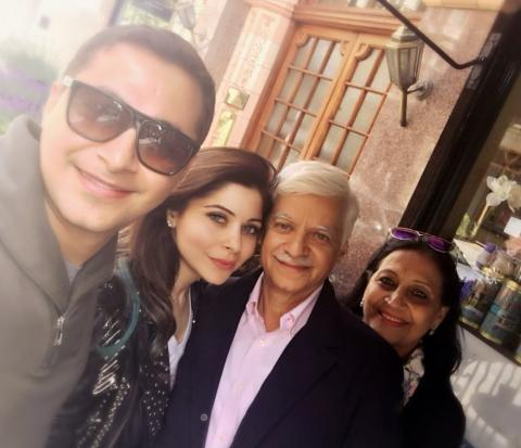 Kanika Kapoor with her family