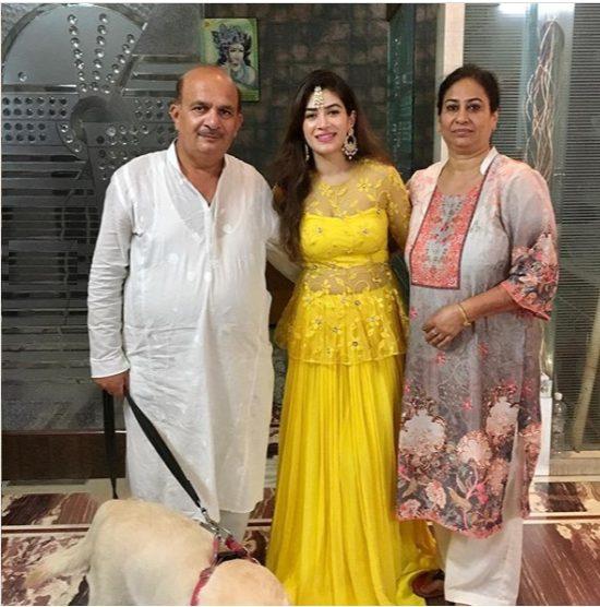 Bandgi Kalra with her parents