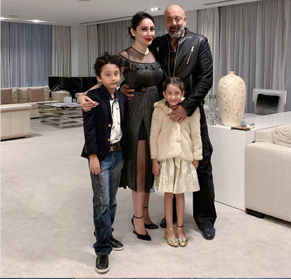 Manyata Dutt with husband Sanjay Dutt and kids