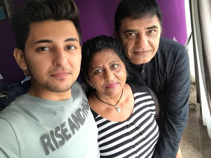 Darshan Raval with his family