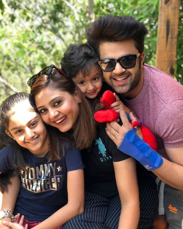 Manish Paul with his family