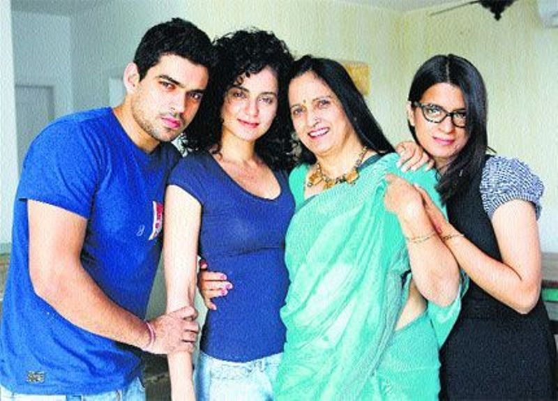 Rangoli Chandel with her family