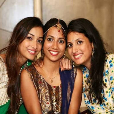 Srinidhi Shetty with her sisters