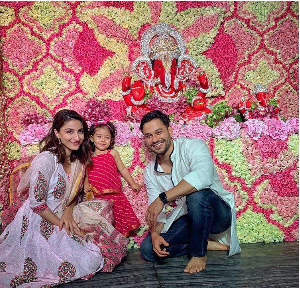 Kunal Khemu with wife Soha Ali Khan & daughter Inaaya Naumi Kemmu
